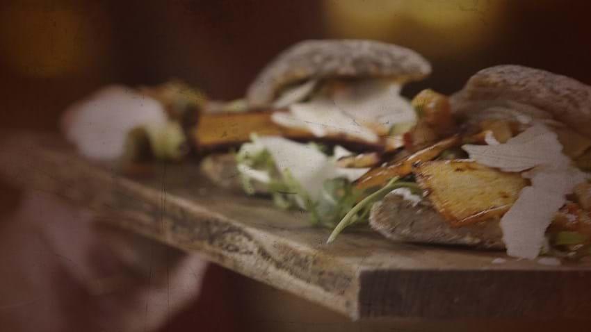Stegt gulerodsburger med chilidip og rucola