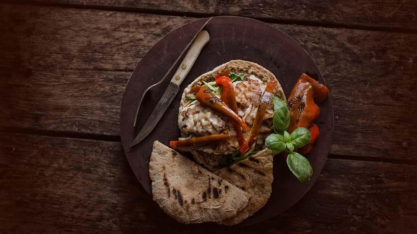 Pita med grillet torsk og bacon