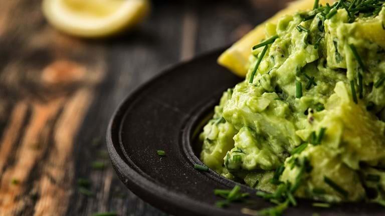 Vegansk mad: Kartoffelsalat med avokado og brøndkarse