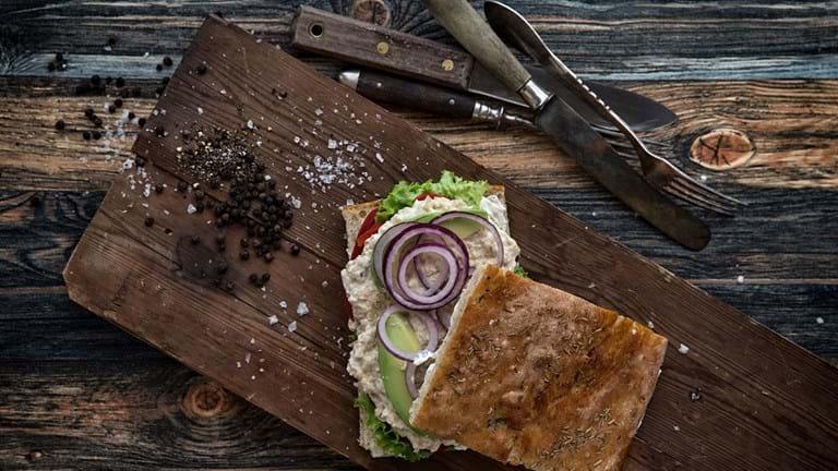 Vegansk mad: Sandwich med kikærtesalat