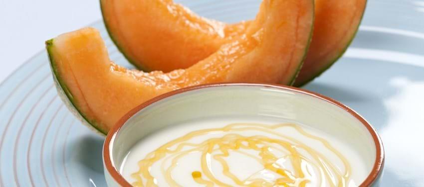 Yoghurt med akaciehonning og melon