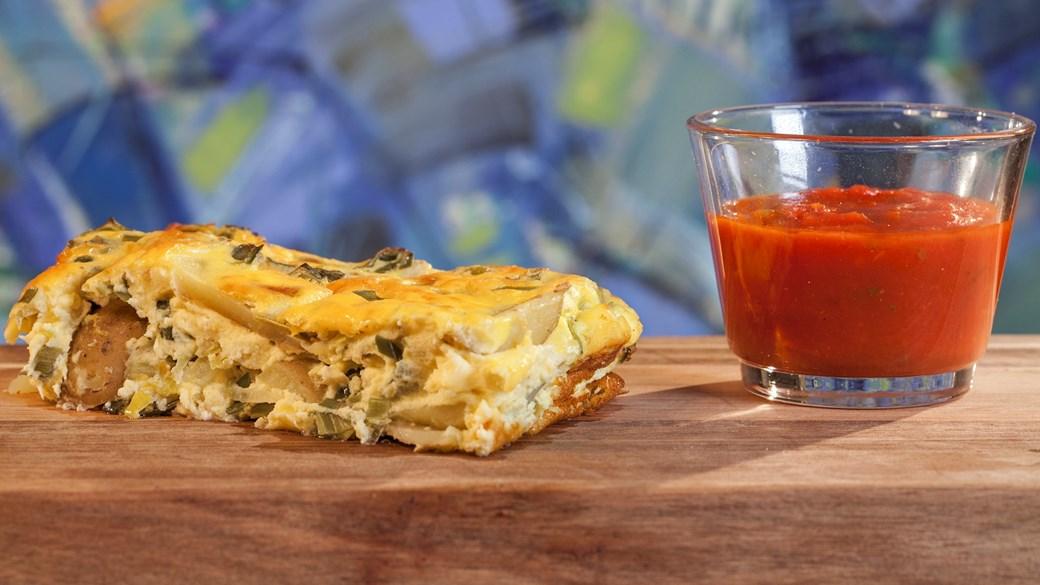 Æggekage med skræl fra porrer og kartoffel