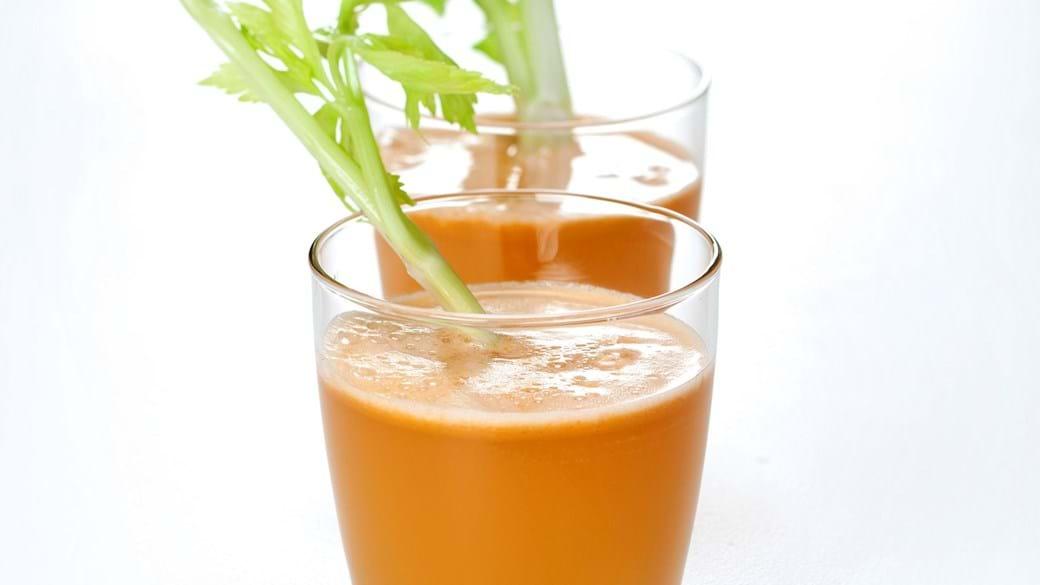 Æblejuice med gulerod, citron og bladselleri