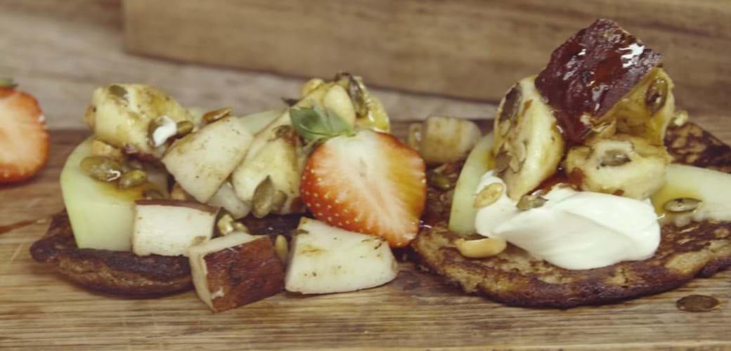 Pandekager med bananer og kokos