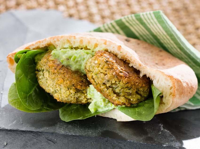 Pita med falafel og ærtedip