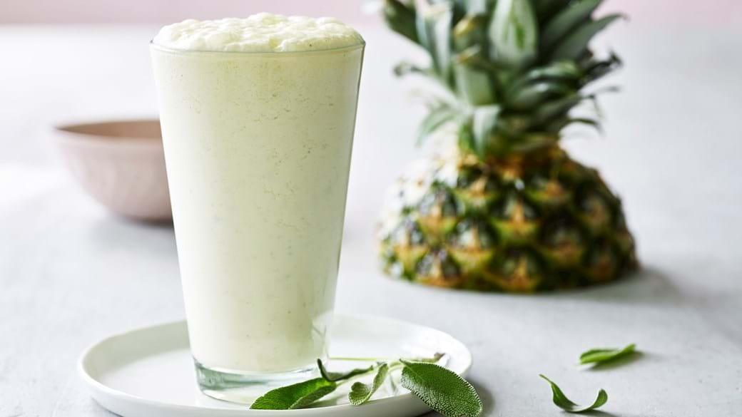 Milkshake med  ananas og salvie