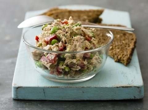 Tunsalat og ristet rugbrød