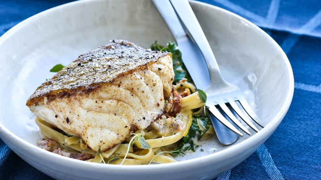 Stegt torsk med grønkål og pasta