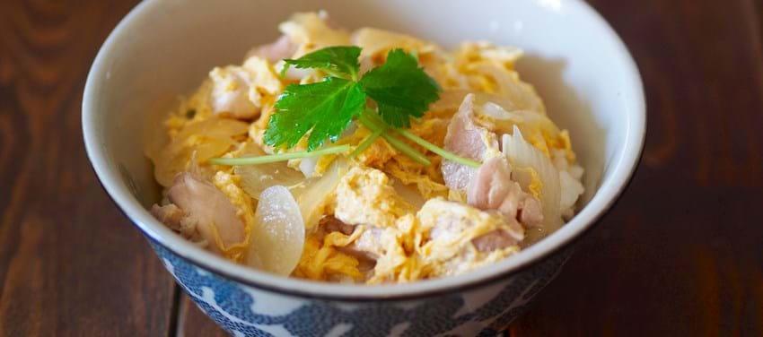 Oyako-don risret med kylling og æg