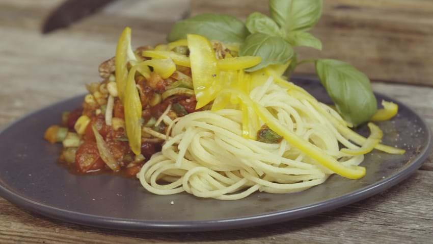 Lyngullash med peberfrugt og frisk pasta