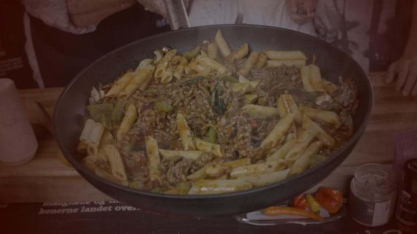 Chili-kødsovs og pasta
