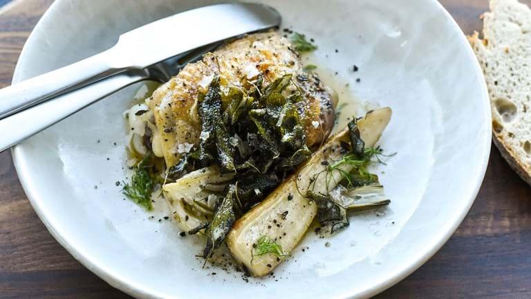 Kylling med fennikel og sprød salvie