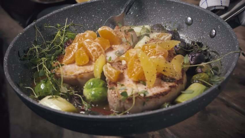 Koteletter med rosenkål og appelsin