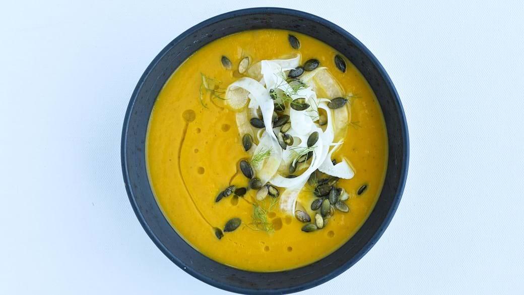 Spicy græskarsuppe med rå marineret fennikel