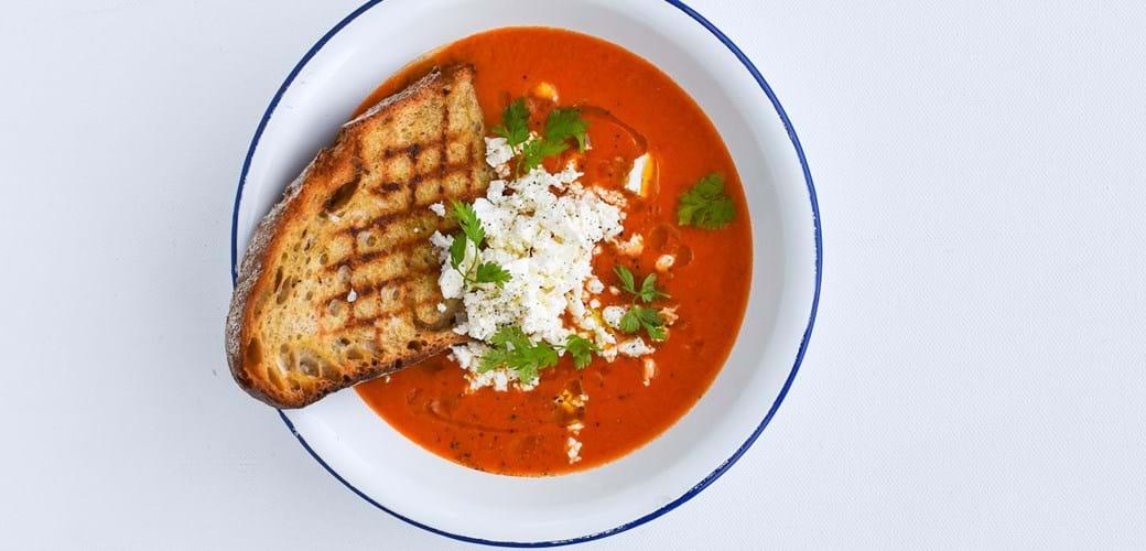 Tomat- og peberfrugtsuppe