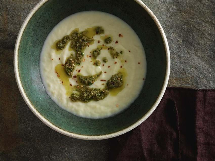 Porre- og blomkålssuppe med salsa verde
