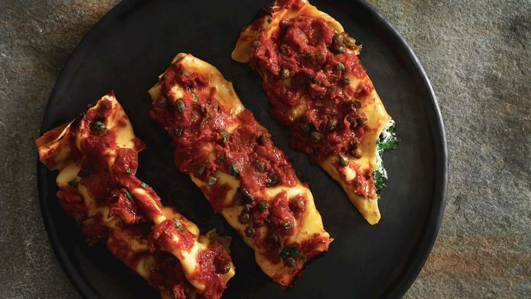 Canneloni med tomat og kaperssauce
