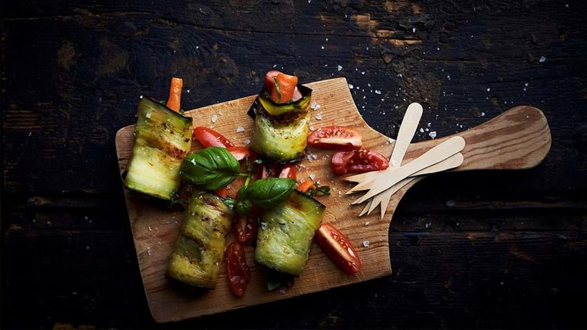 Ristet aubergine med sprøde grøntsager