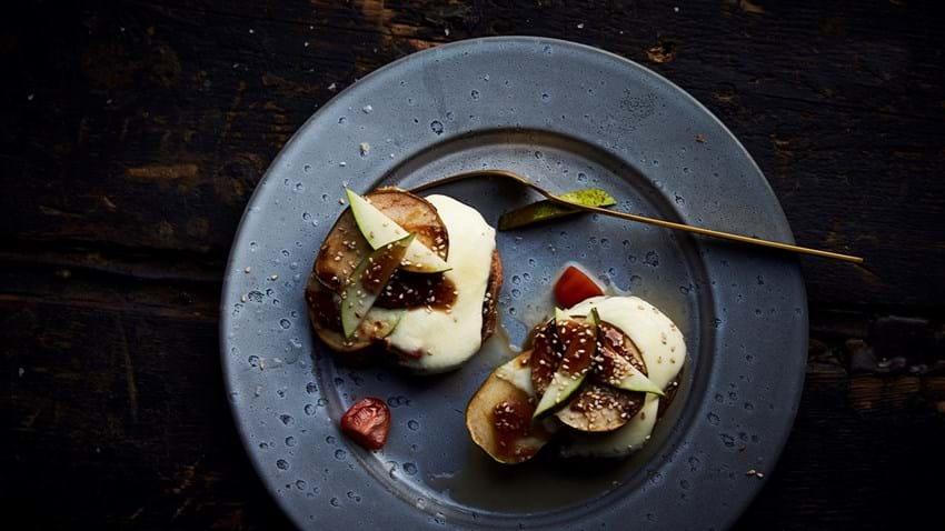 Portobello med pære, tomat og frisk mozzarella