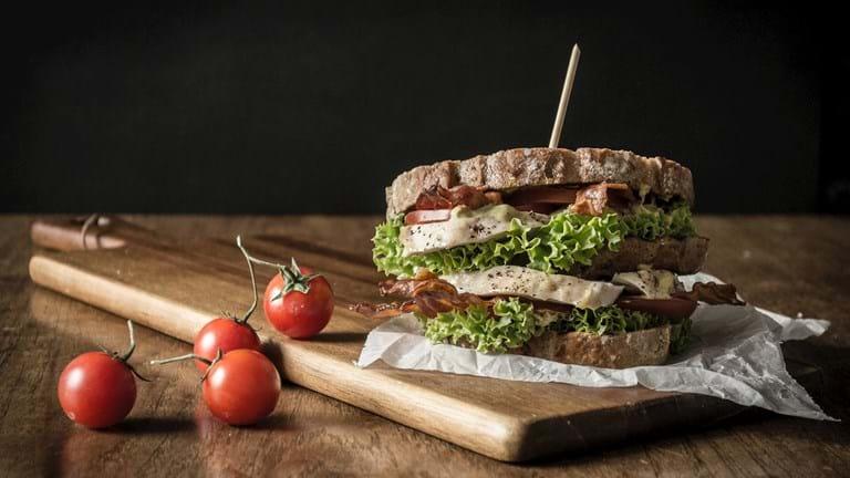 Clubsandwich med karrydressing