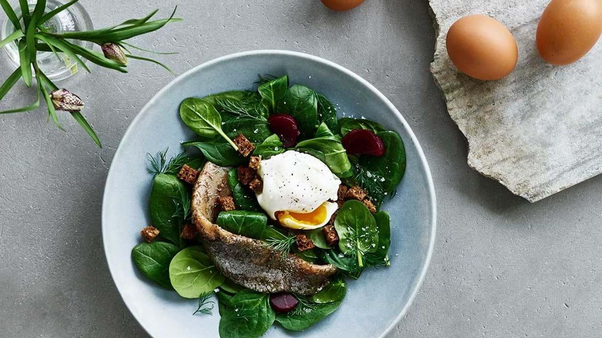 Matjessild og pocheret æg med spinat