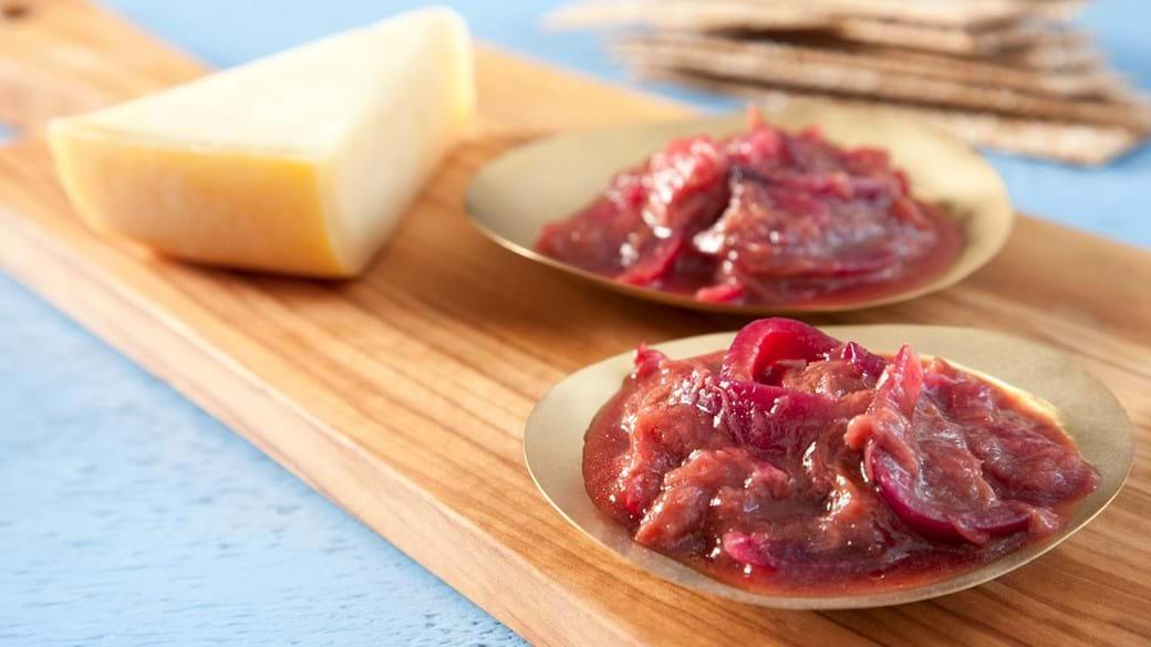 Rødløgsrelish med rabarber