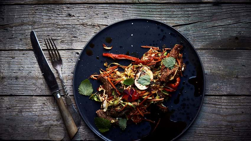 Hurtig wok med oksekød og grøntsager
