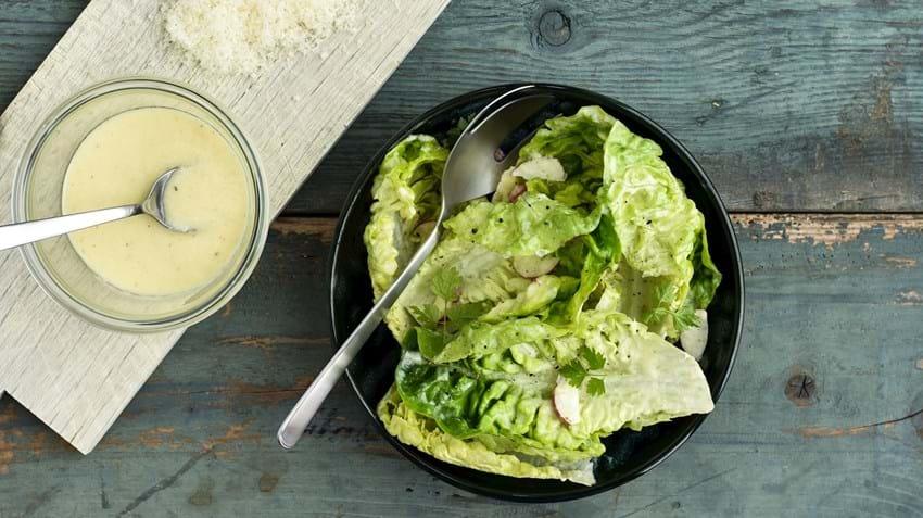 Parmesandressing til den grønne salat