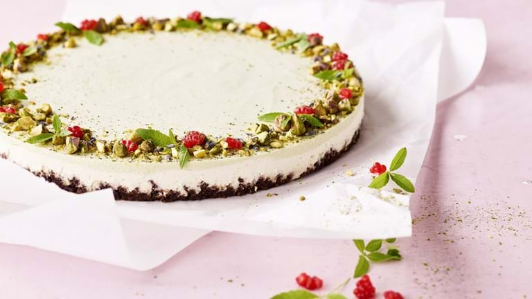 Cheesecake med matcha og pistacienødder