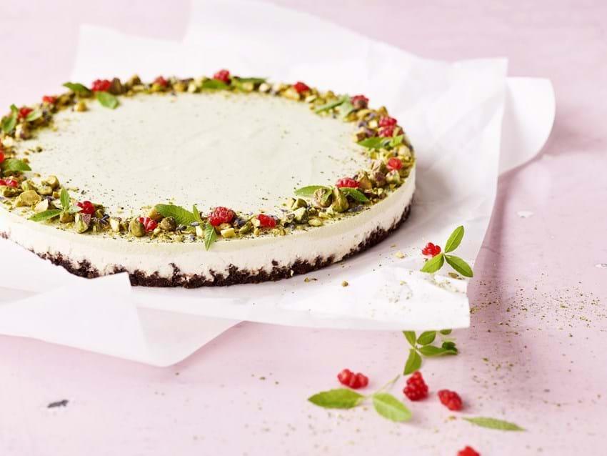 Cheesecake med matcha og pistacienødder