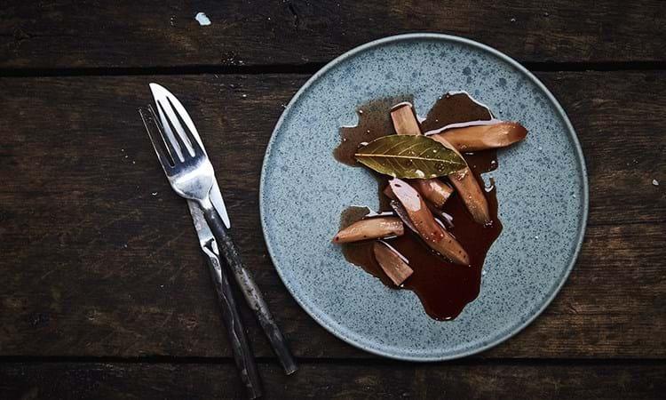Skorzonerrødder i brun farin og stjernanis