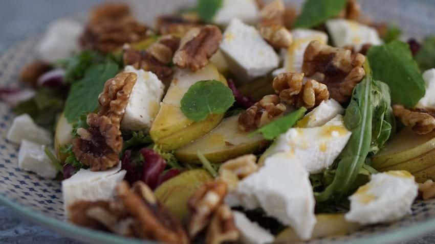 Chevre Chaud - salat med pære og gedeost