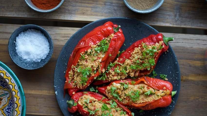 Fyldte peberfrugter med couscous og harissa
