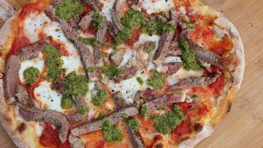 Grillet pizza med oksefilet