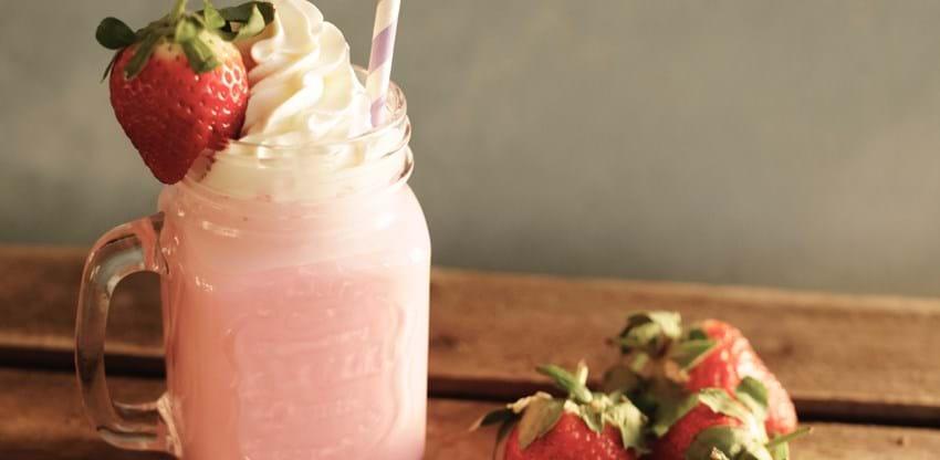 Frisk jordbærmilkshake