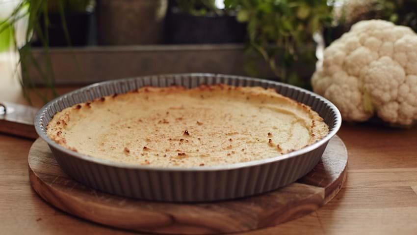 Tærtedej af blomkål, æg og ost