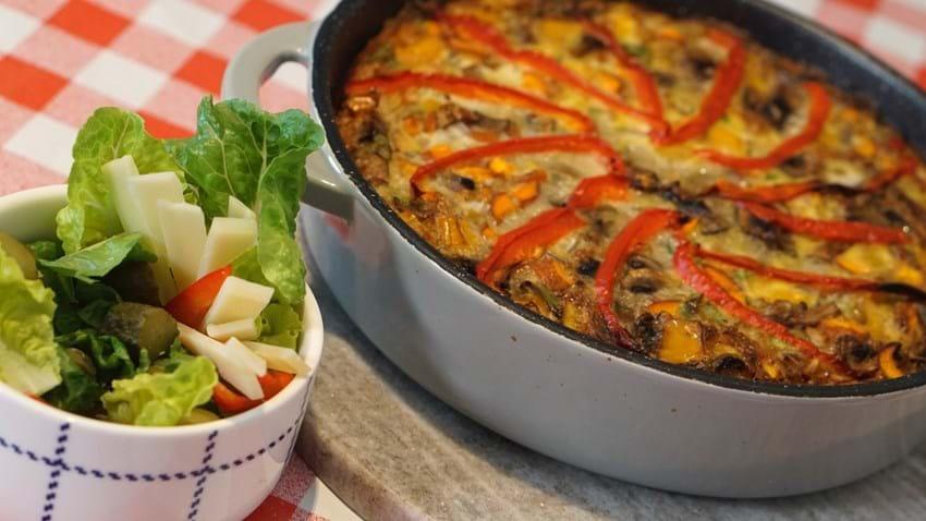 Æggekage med kartofler og friskrevet parmesanost