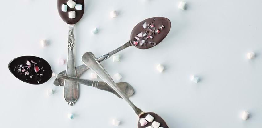Varm chokolade på ske