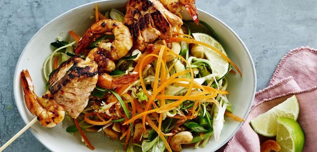 Spyd med fisk og rejer på sprød salat