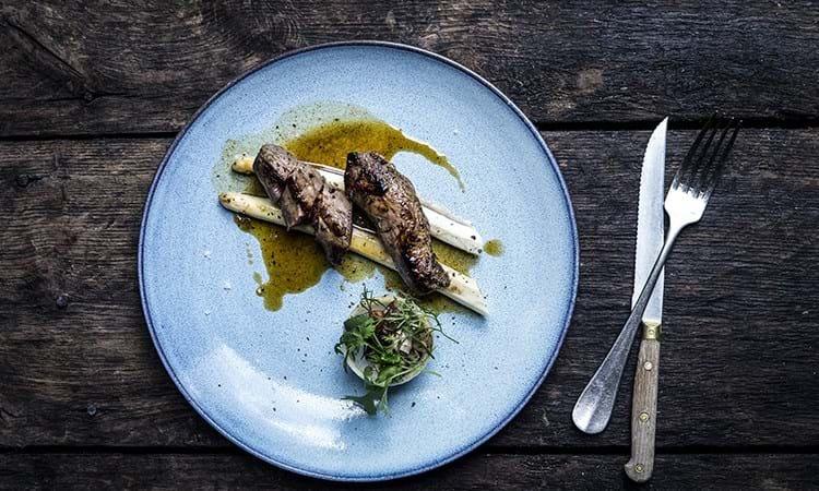 Lammemørbrad med hvide asparges
