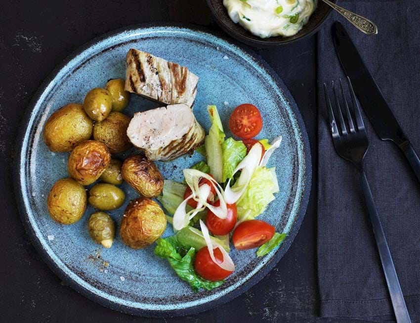 Svinemørbrad med små bagte kartofler og aïoli
