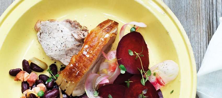Svinekam med salat af sommerrødbeder og bønnekompot