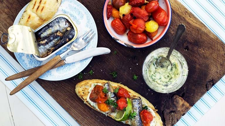 Sardiner  med syltede tomater og dildaioli