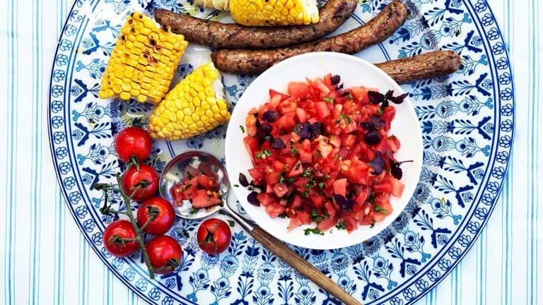 Sursød tomatsalat med vandmelon