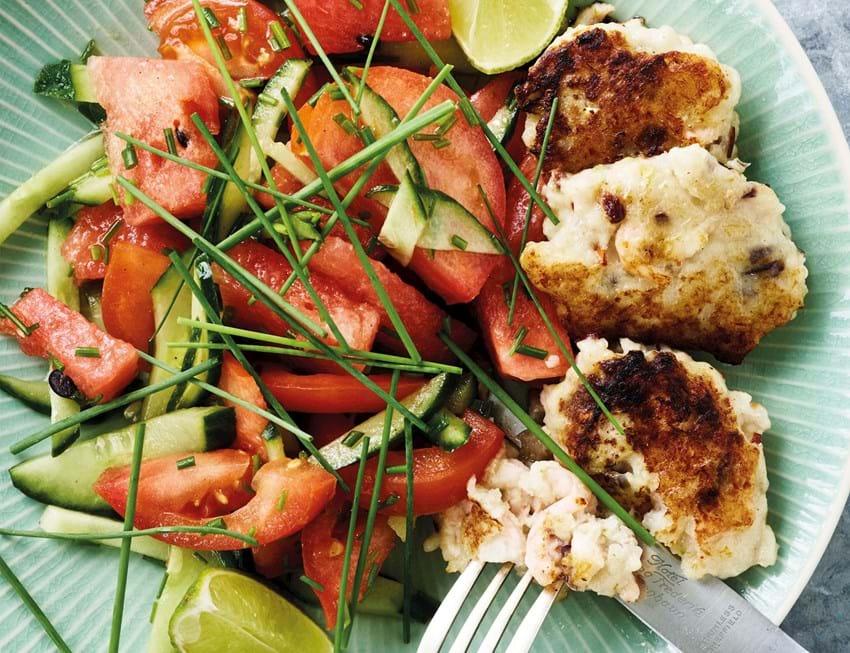 Thai-fiskefrikadeller og tomatsalat med vandmelon