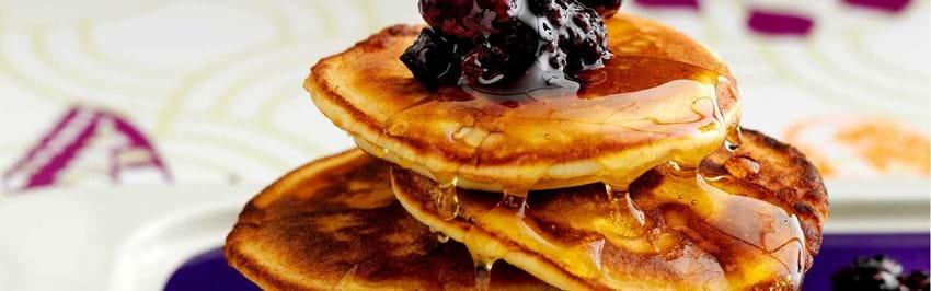 Amerikanske pandekager med bærkompot