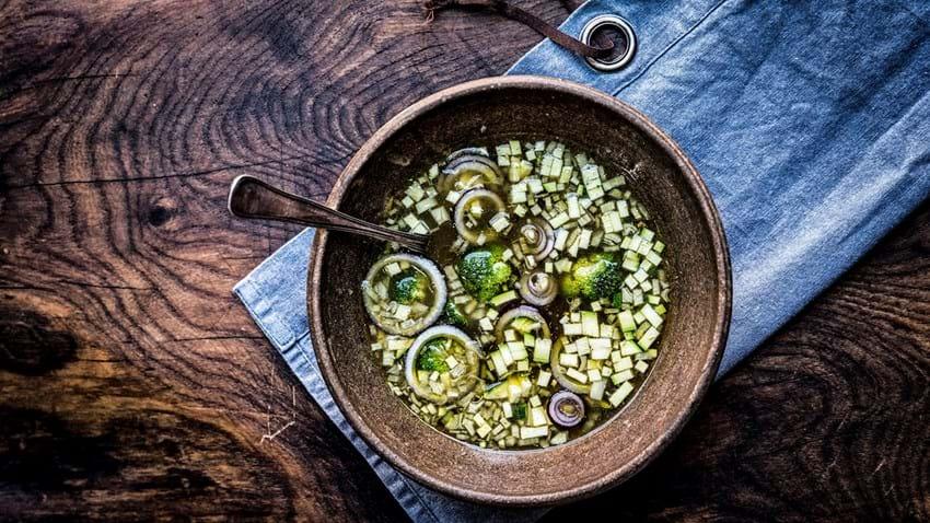 Smagfuld suppe lavet på grøntsagsrester