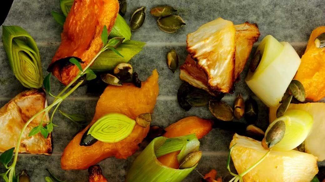 Bagt græskar med urter og hvidløg