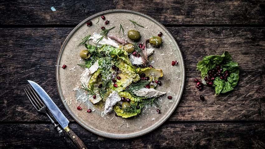 Cæsarsalat med kylling og granatæble