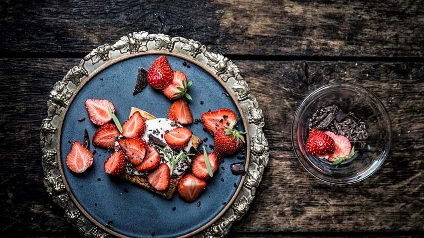 Sprød butterdej med jordbær og creme fraiche